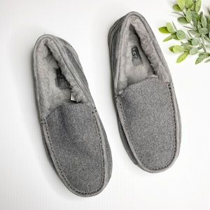 UGG- Men's Grey Ascot Lined Slippers - Size 9